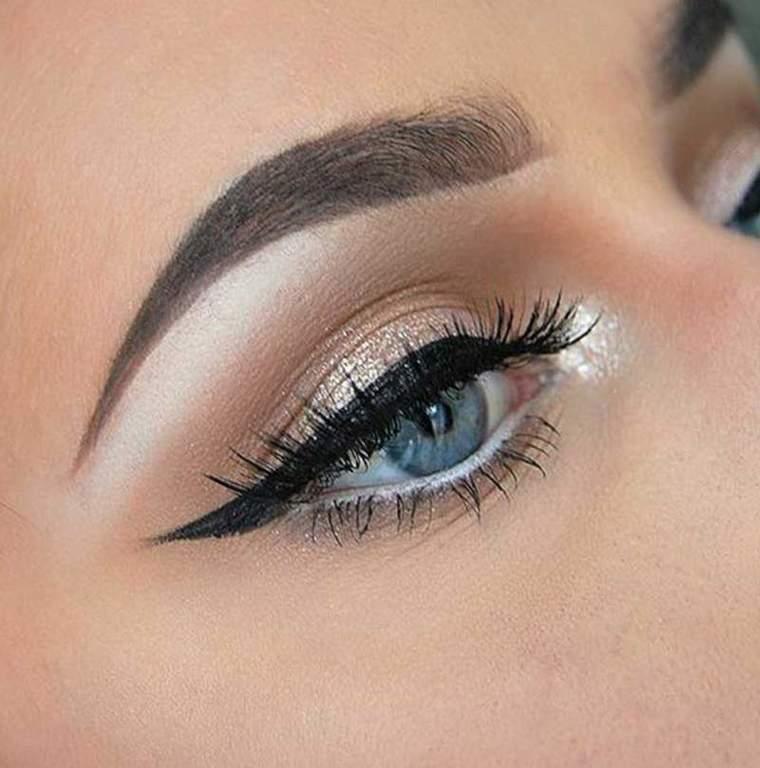 Maquillaje de ojos con iluminador
